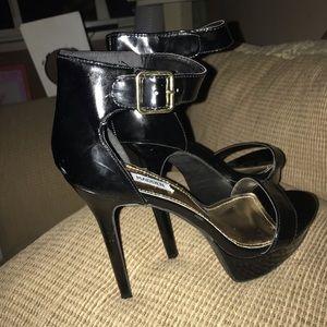 Steve Madden 8.5 Sassy Ankle Strap Heels LIKE NEW